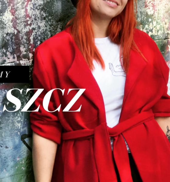 Czerwony jesienny płaszcz